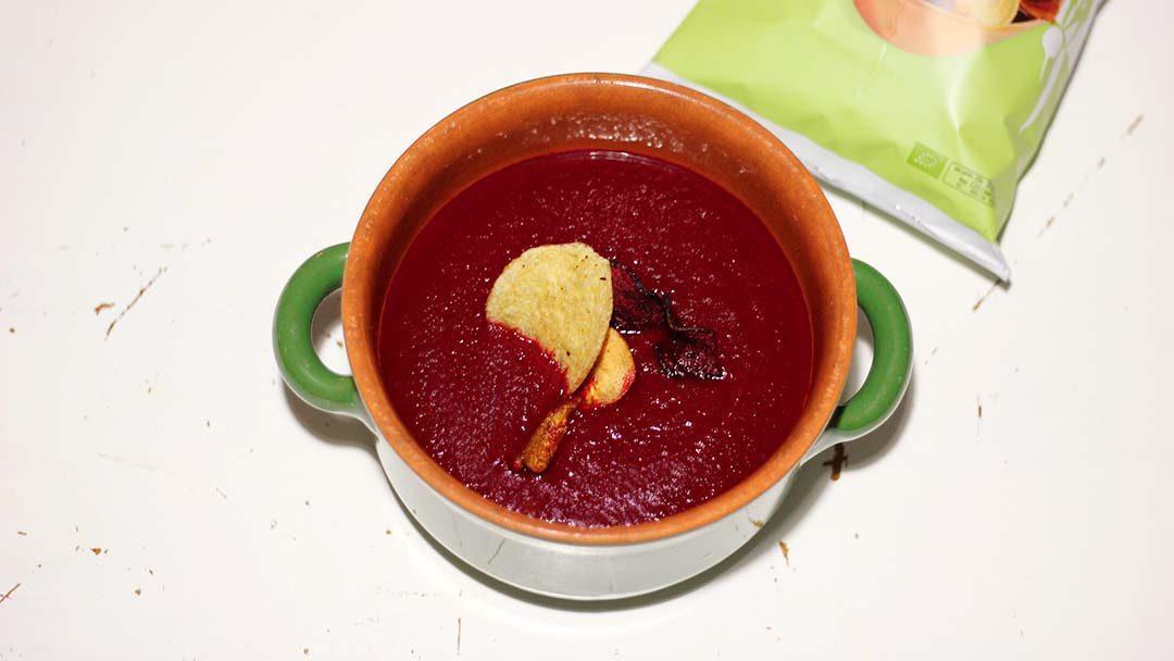 Rode bietensoep met groentechips