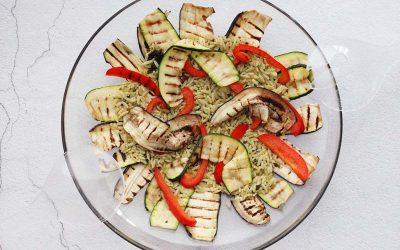 Orza met zelfgemaakte pesto en gegrilde groenten