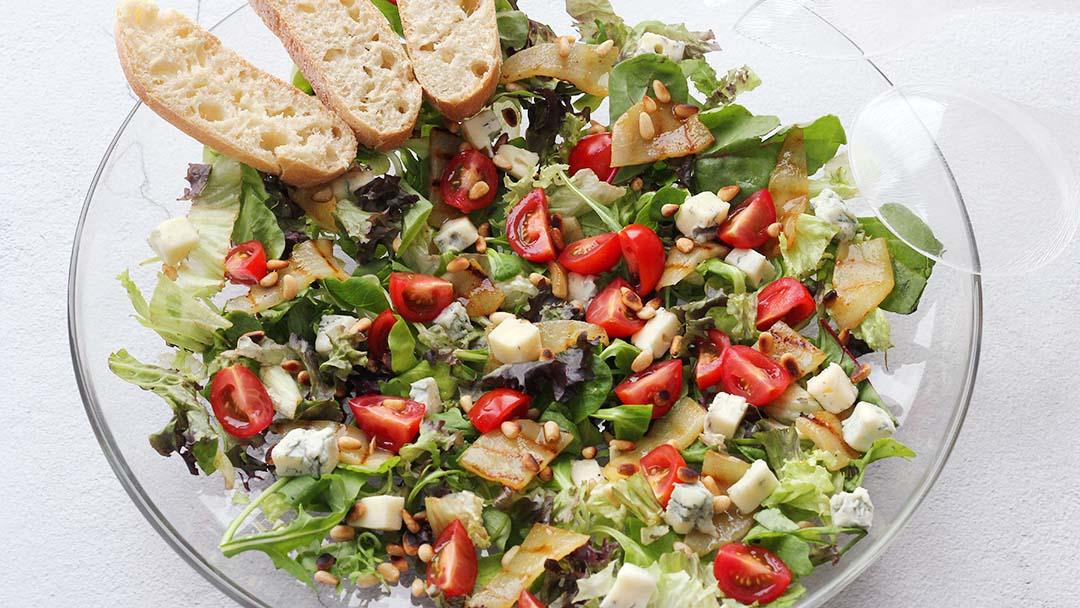 Salade met peer en gorgonzola