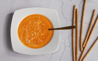 Tomaat-paprikasoep met parelcouscous