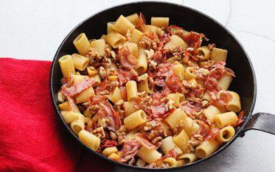 Pasta met peer, pancetta en pecorino