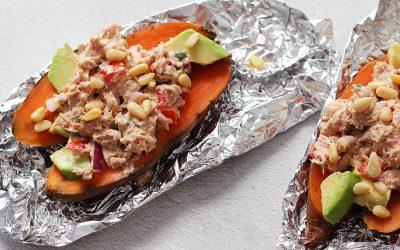 Gepofte zoete aardappel met tonijnsalade