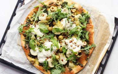 Pizza pesto, burrata en artisjok