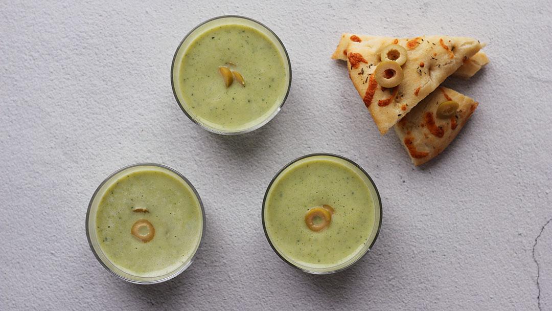 3. Courgette-broccolisoep met olijven