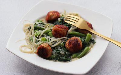 Oosterse soep met pittige kipballetjes