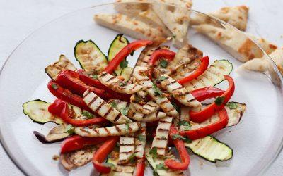 Salade met gegrilde groenten en halloumi