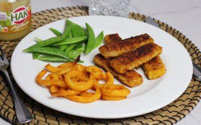 Vissticks met friet en appelmoes