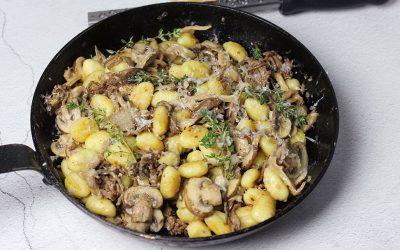 Gnocchi met gehakt en paddenstoelen