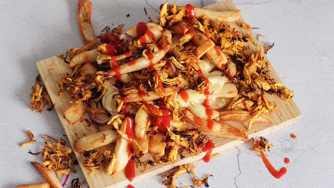 Friet met pulled chicken