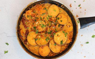 Zoete aardappel in kokossaus