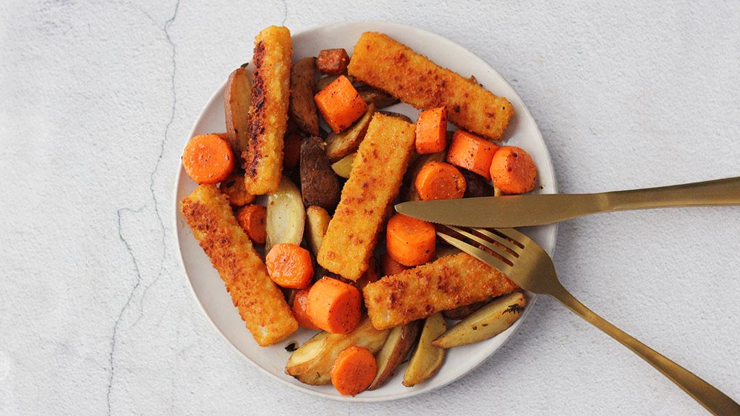 Vissticks uit de oven met wortel en aardappel